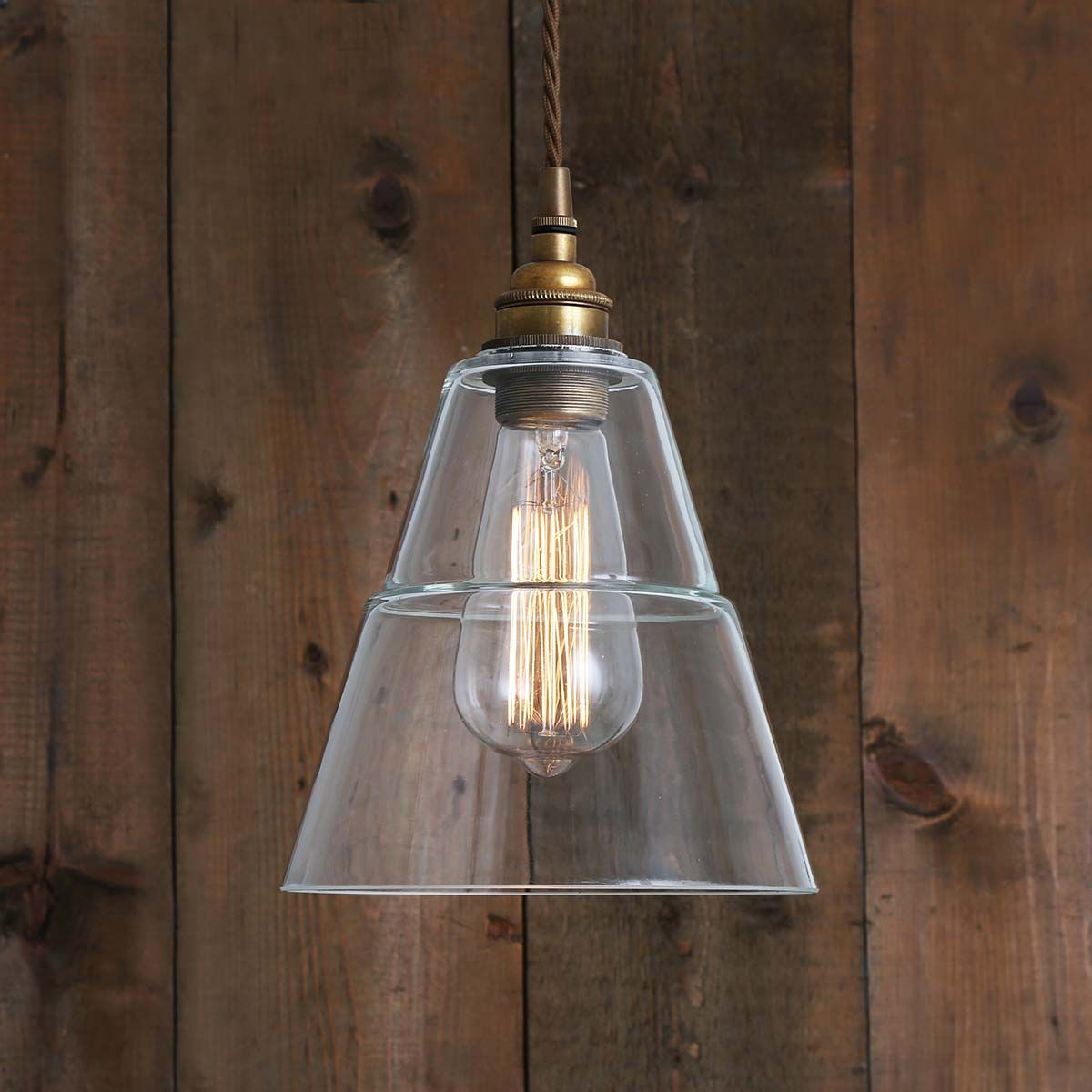 Suspension en verre et laiton antique Lyx Mullan Lighting