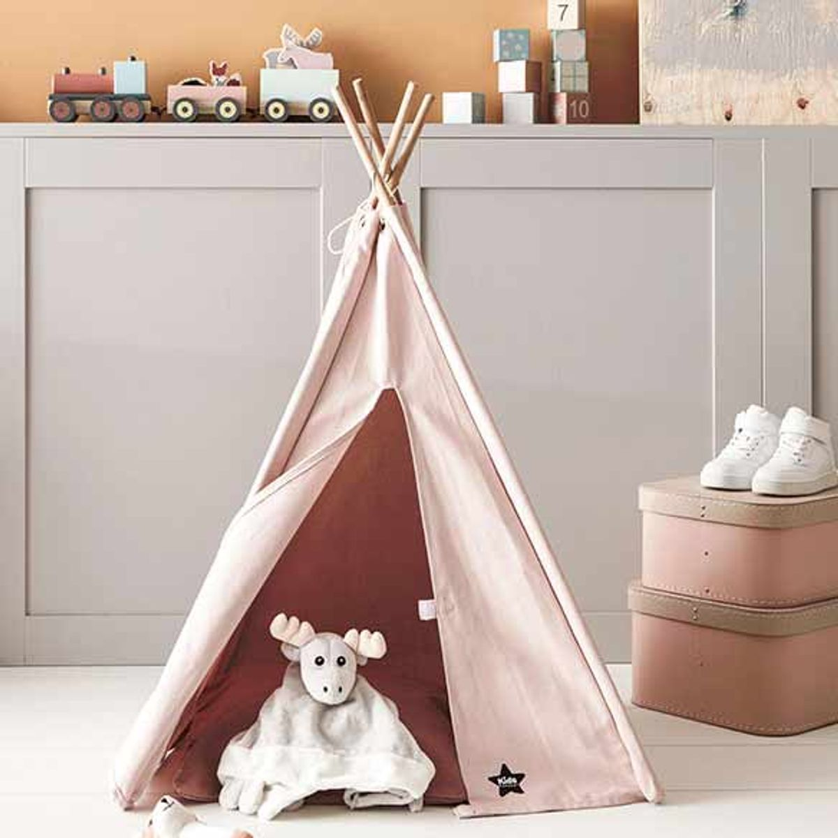 mini tipi en tissu rose et bois naturel kid s concept decoclico. Black Bedroom Furniture Sets. Home Design Ideas