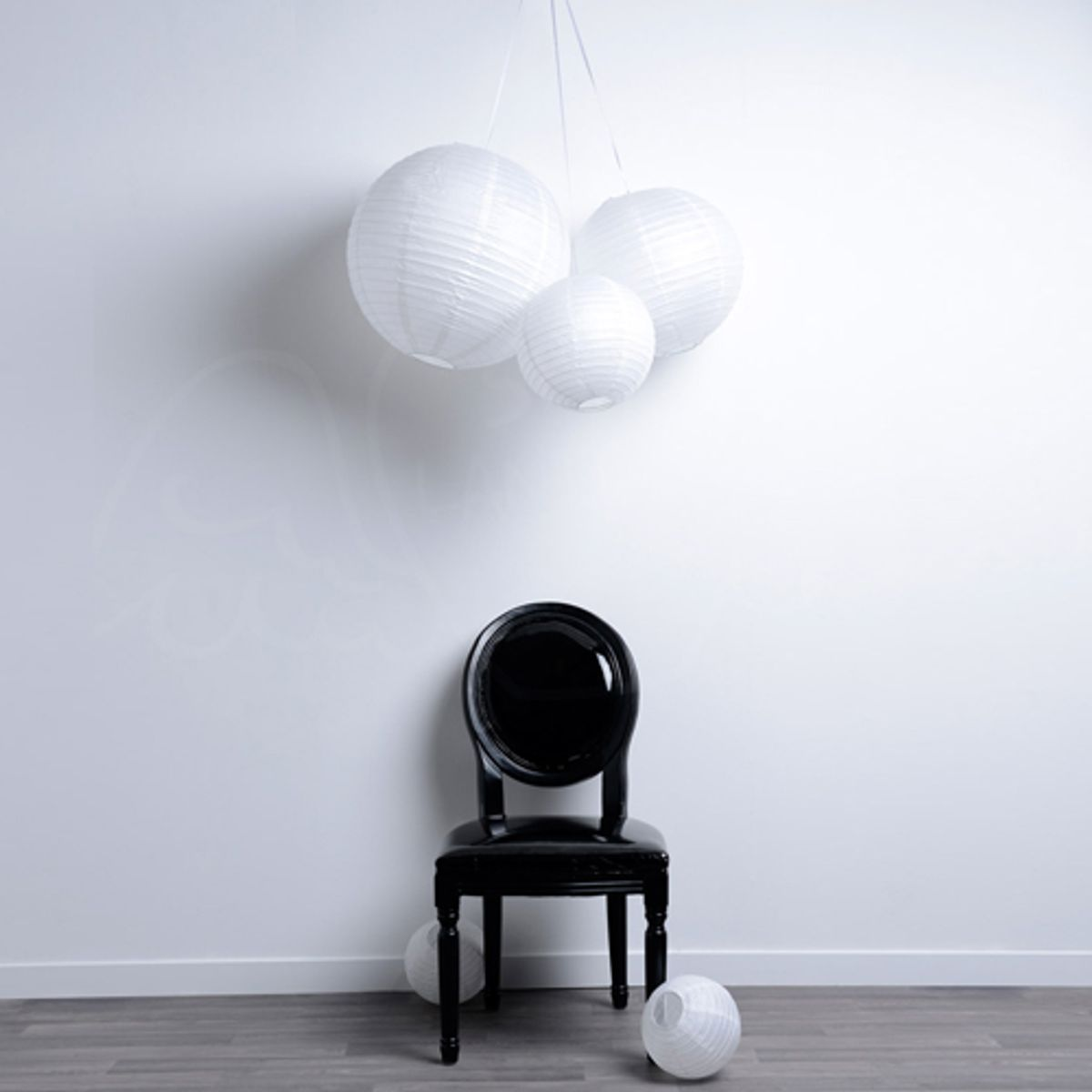 boule japonaise en papier de riz jaune ou blanc led par 3 sky lantern decoclico. Black Bedroom Furniture Sets. Home Design Ideas
