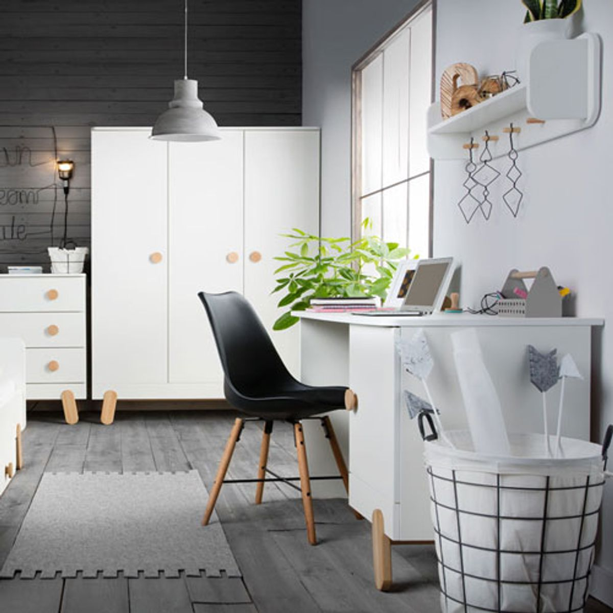 bureau junior en bois blanc et naturel iga pinio decoclico. Black Bedroom Furniture Sets. Home Design Ideas