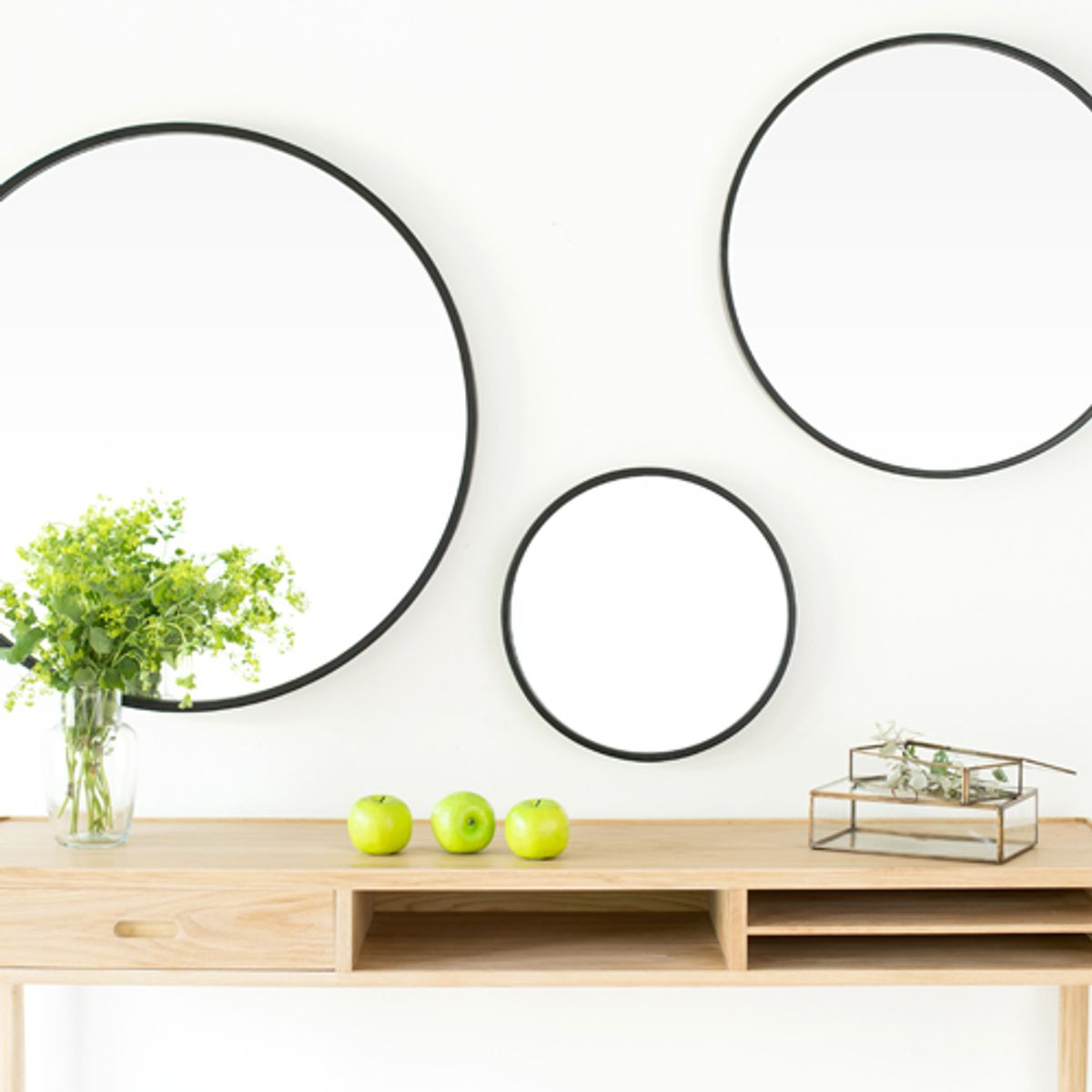 miroir rond en m tal noir mat decoclico. Black Bedroom Furniture Sets. Home Design Ideas
