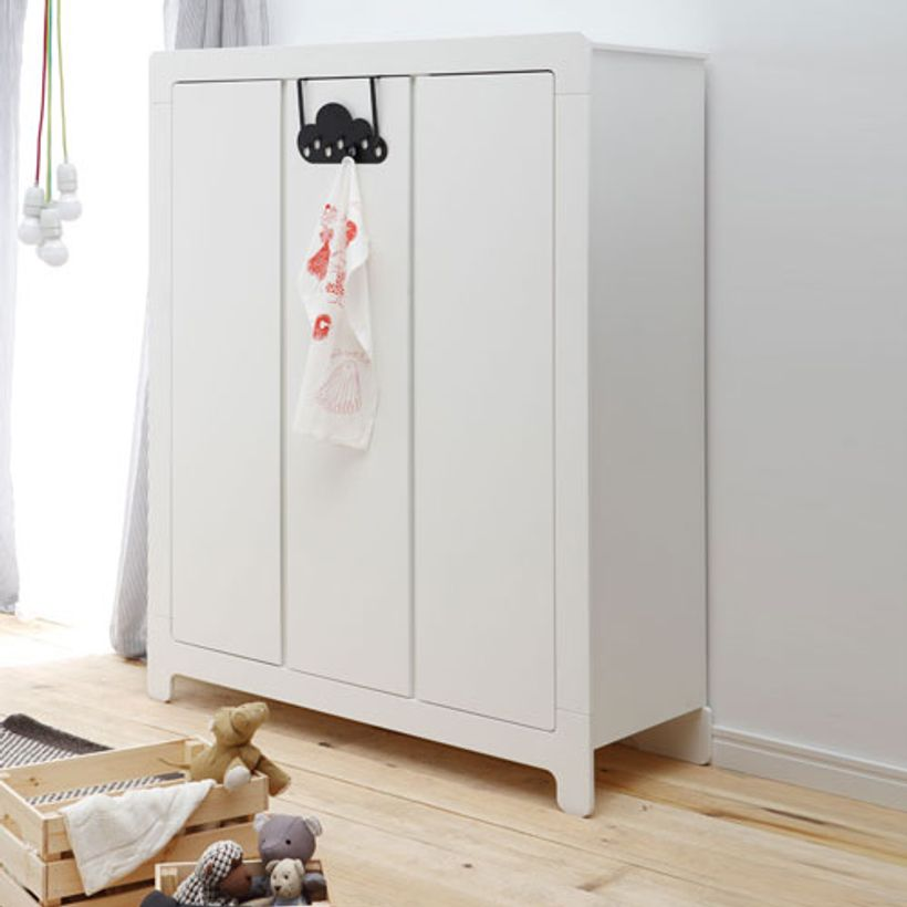 armoire penderie en bois blanc 3 portes 5 tag res moon pinio decoclico. Black Bedroom Furniture Sets. Home Design Ideas
