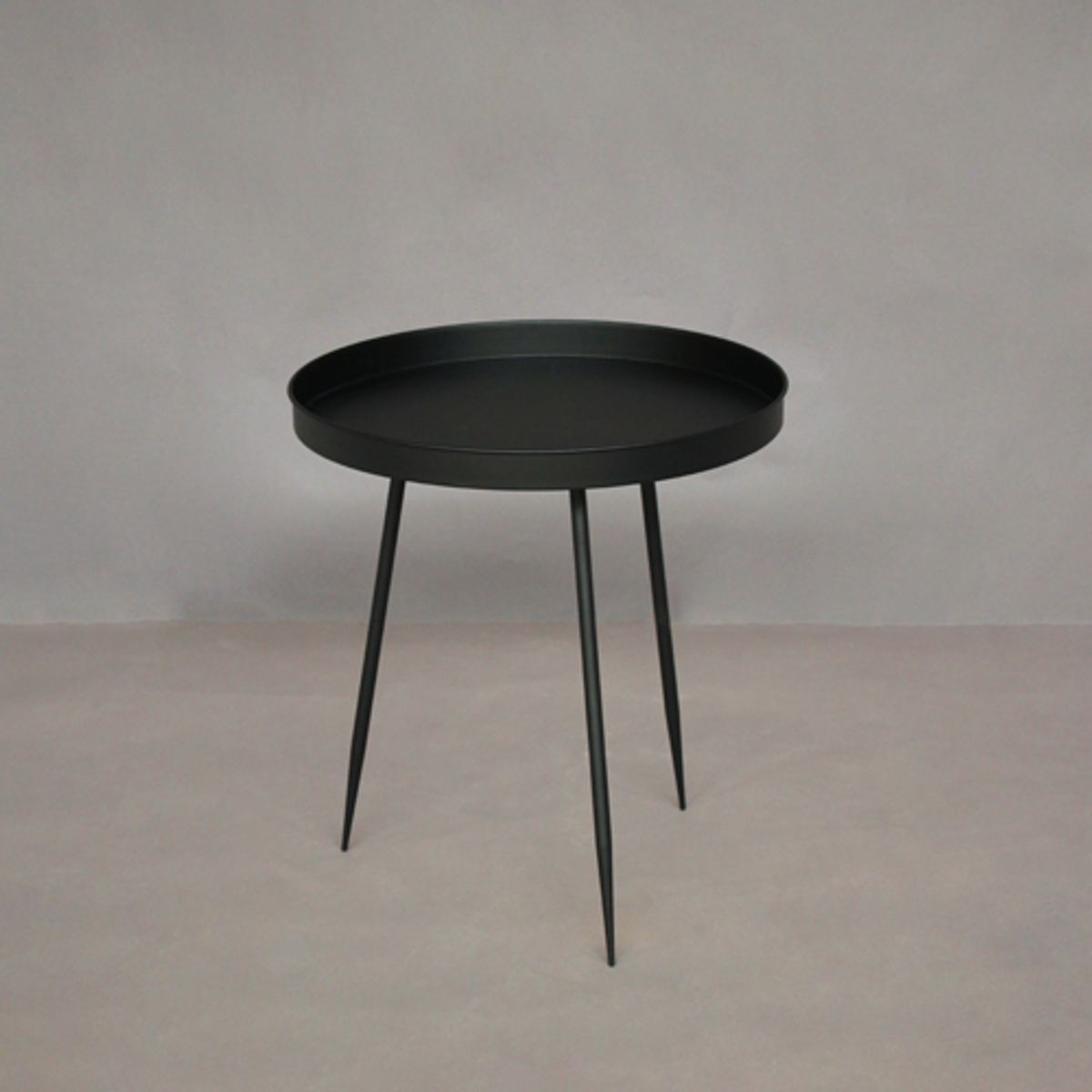 gu ridon table d 39 appoint ronde en m tal noir chehoma decoclico. Black Bedroom Furniture Sets. Home Design Ideas